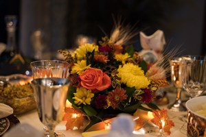 thanksgiving-flowers-for-hosting-guests